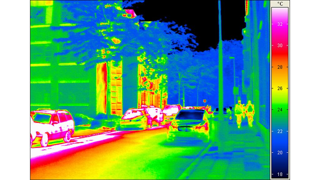 Photo taken by an infrared camera equipped with a temperature-sensitive detector showing the various temperature fields (Image: Fraunhofer IMS)