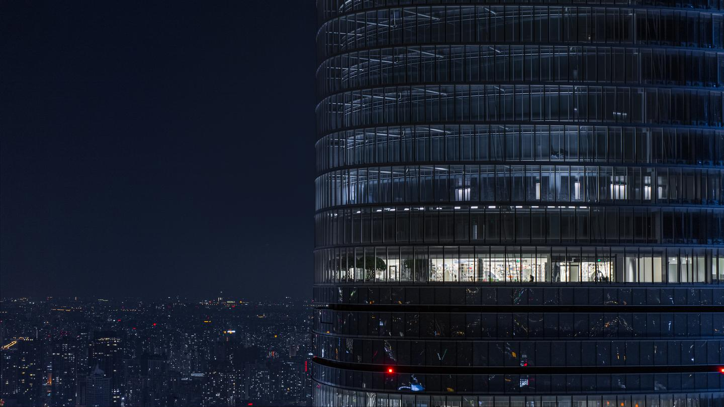 The Shanghai Tower features an eye-catching twisting design and rises to a height of 632 m (2,073 ft), making it the world's second-tallest building after Dubai's Burj Khalifa