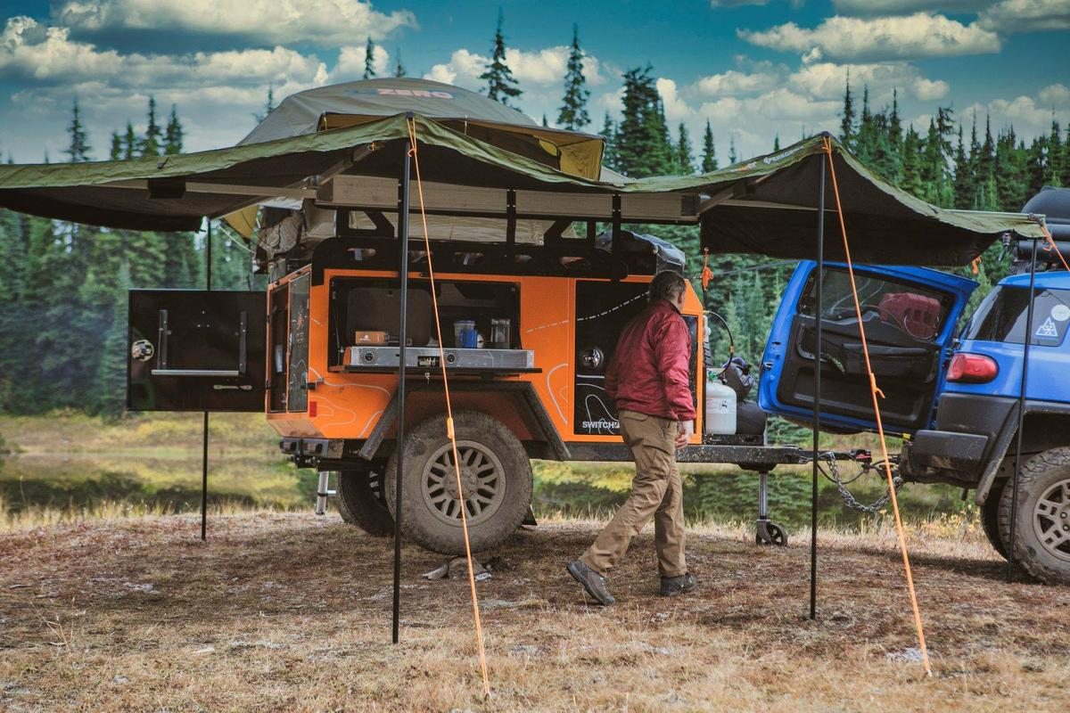 Wood-free Off Grid camper trailer leaves the trees in the forest