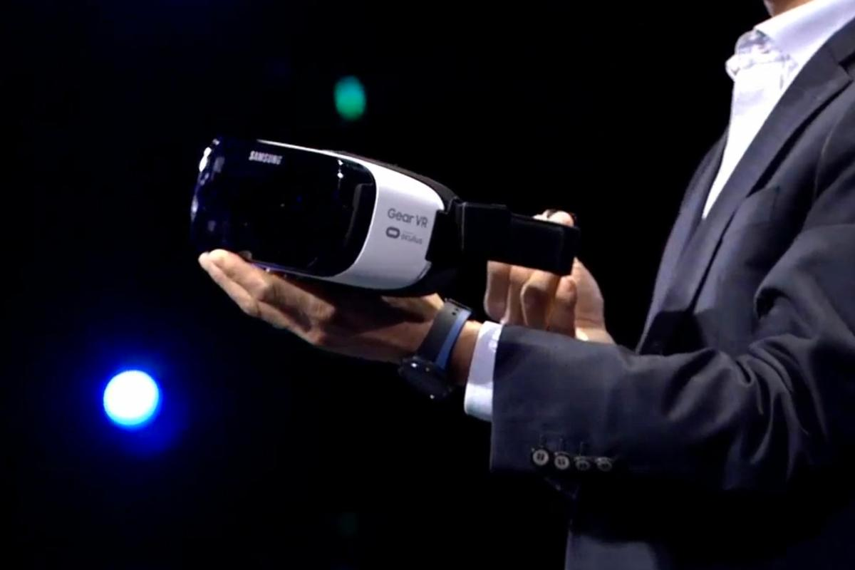 Samsung's Peter Koo shows off the new Gear VR