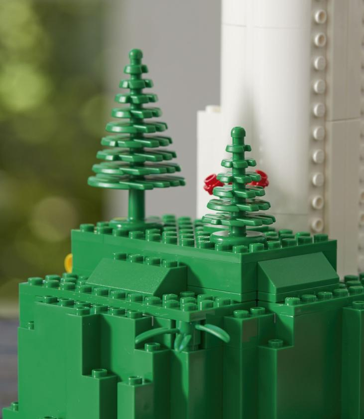 While a single plastic tree obviously won't put a dent in the world's enormous problem with plastic waste, it appears to be the first of some important steps Lego is taking to reduce its environmental footprint