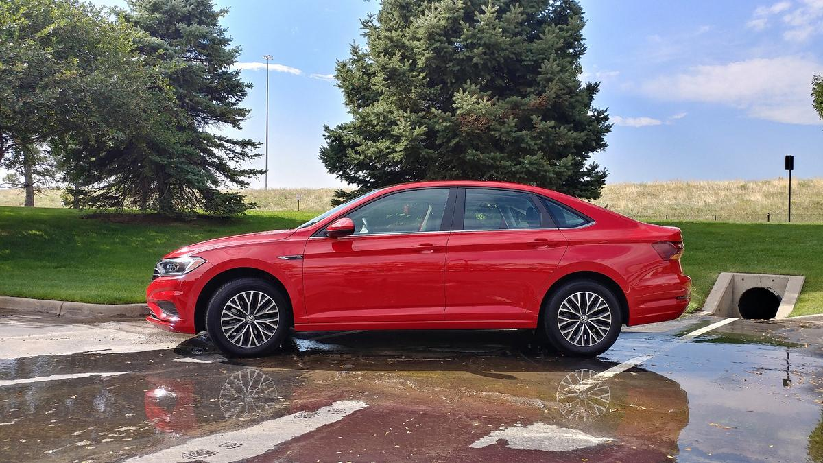 The Jetta is now a bit larger and wider than the outgoing generation and pushes the wheels towards the corners for a longer wheelbase