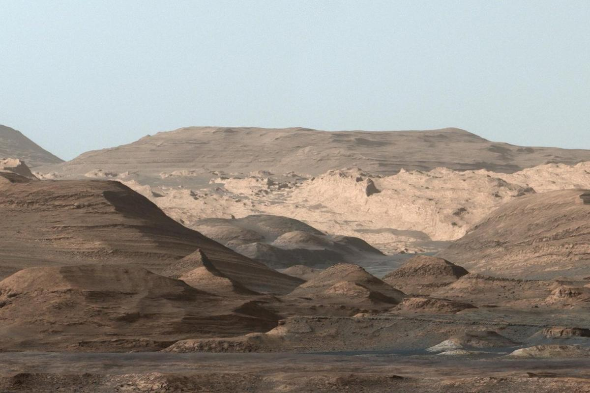 The layered sediments of Gale crater can be clearly seen in this image taken by Curiosity