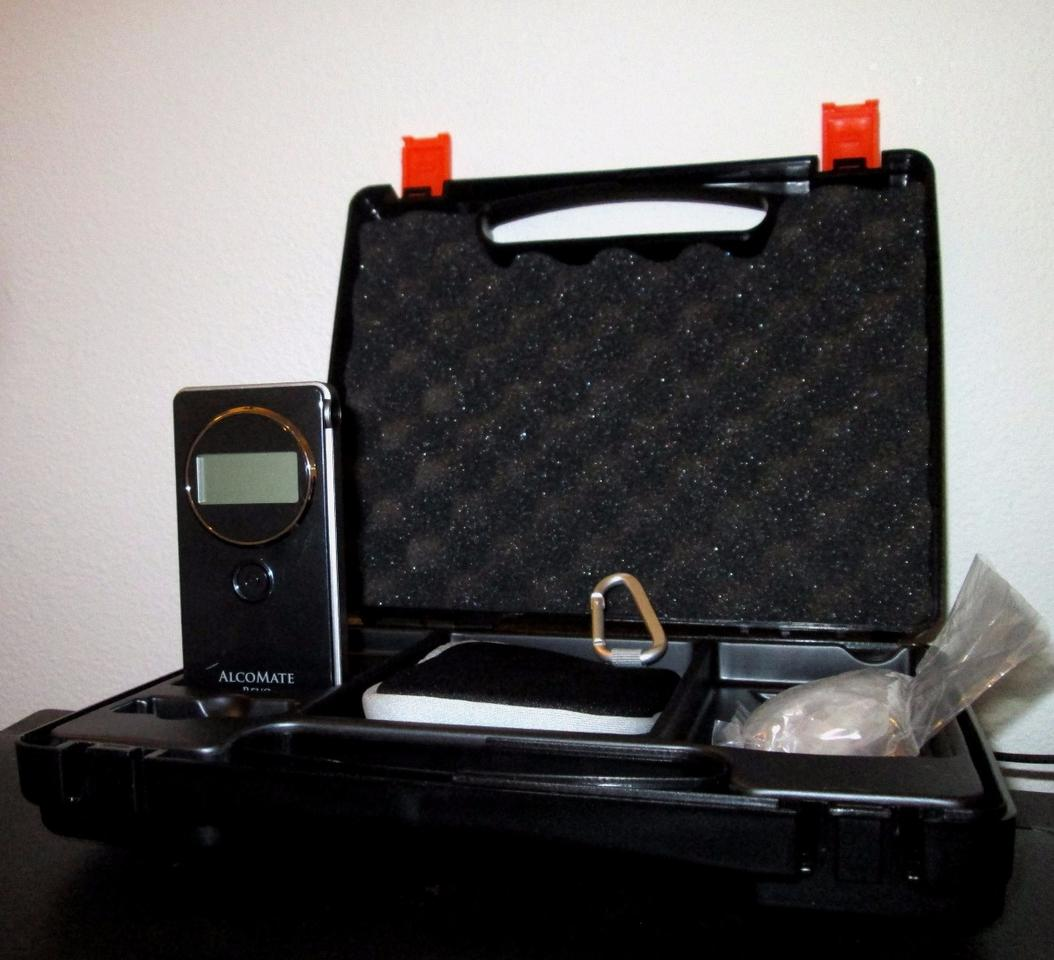 The AlocoMate Revo comes with a padded carry case