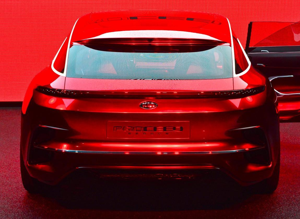 Kia experiments with a new type of Proceed at the 2017 Frankfurt Motor Show