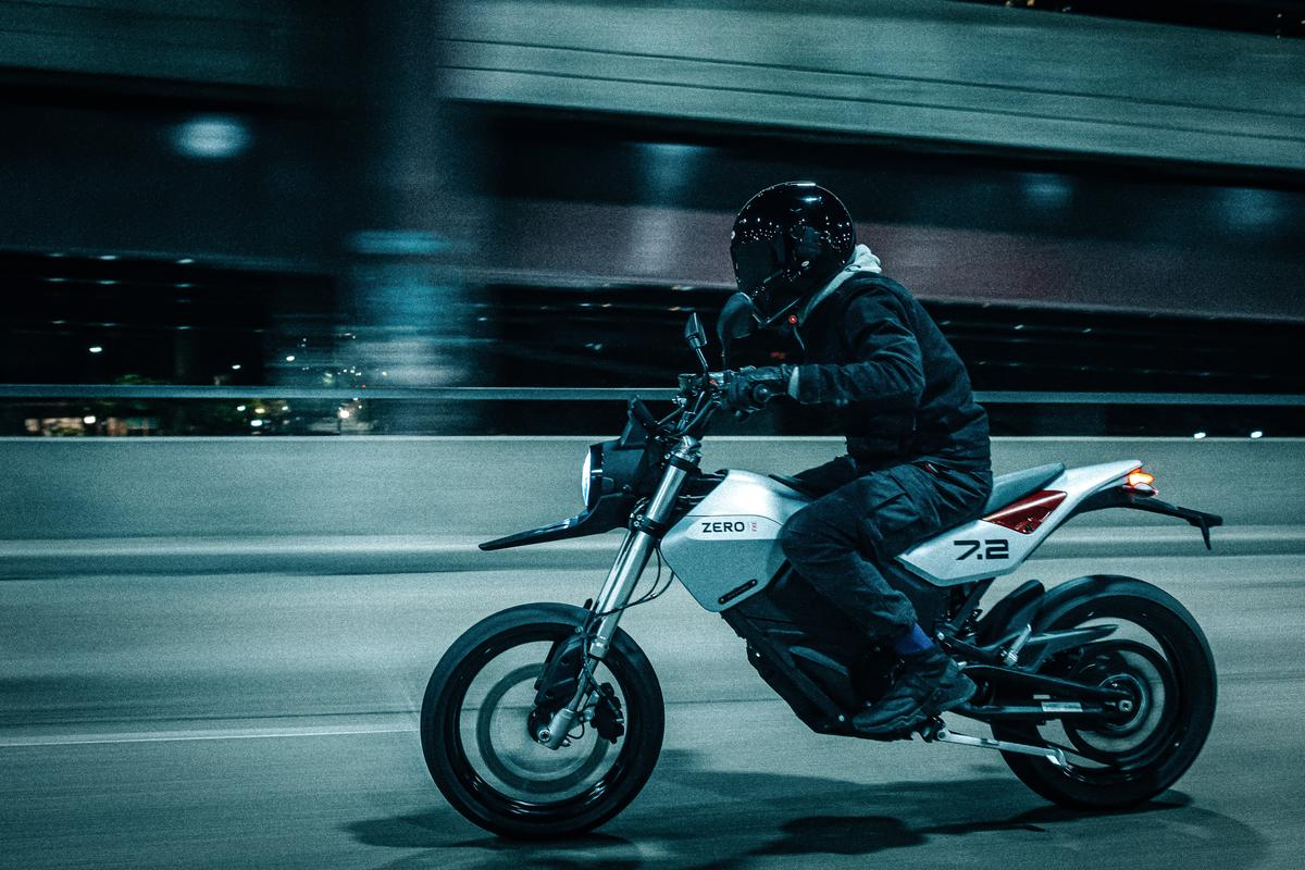 Zero has zhushed up its street supermoto with a new, nicer-looking 2022 FXE