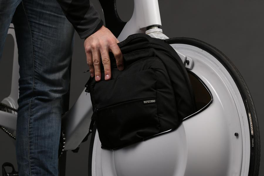 The Transport's front wheel is fitted with an open compartment made from lightweight PET-G plastic that's large enough to hold most backpacks