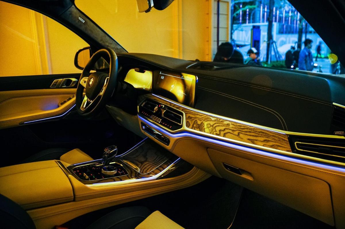 Inside the BMWX7