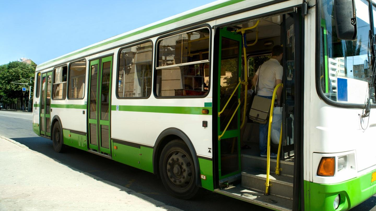 A system developed at the University of Waterloo can enable vehicles like buses to turn their engines off while stationary and keep secondary systems, like air con, running