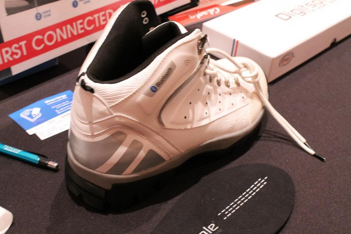 The Glagla Connect shoes are designed to monitor calories, steps taken and calculate altitude (Photo: Eric Mack/Gizmag.com)