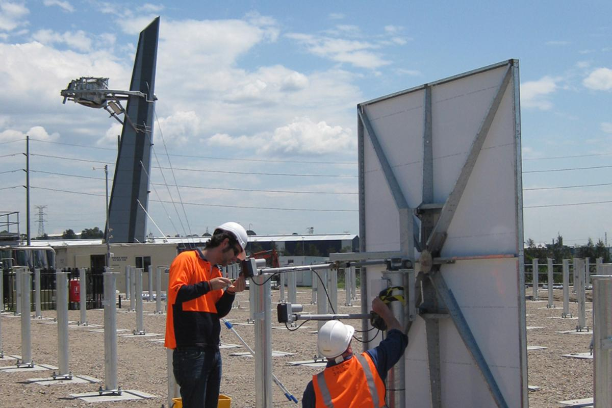 The new heliostats being installed to create a solar thermal field at CSIRO's Solar Energy Centre in Newcastle (Image: CSIRO)