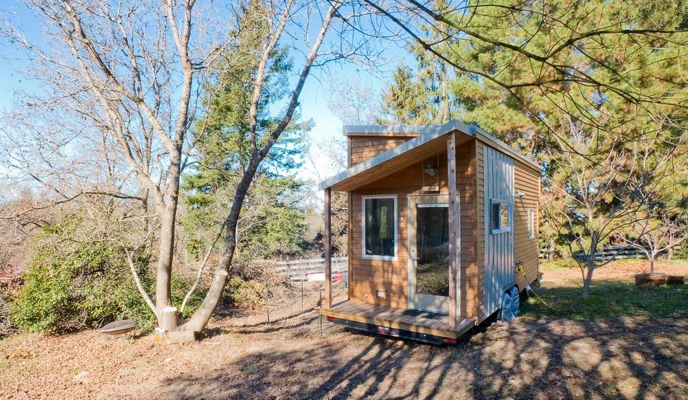 American web designer Alek Lisefski has recently finished building his very own tiny house on wheels
