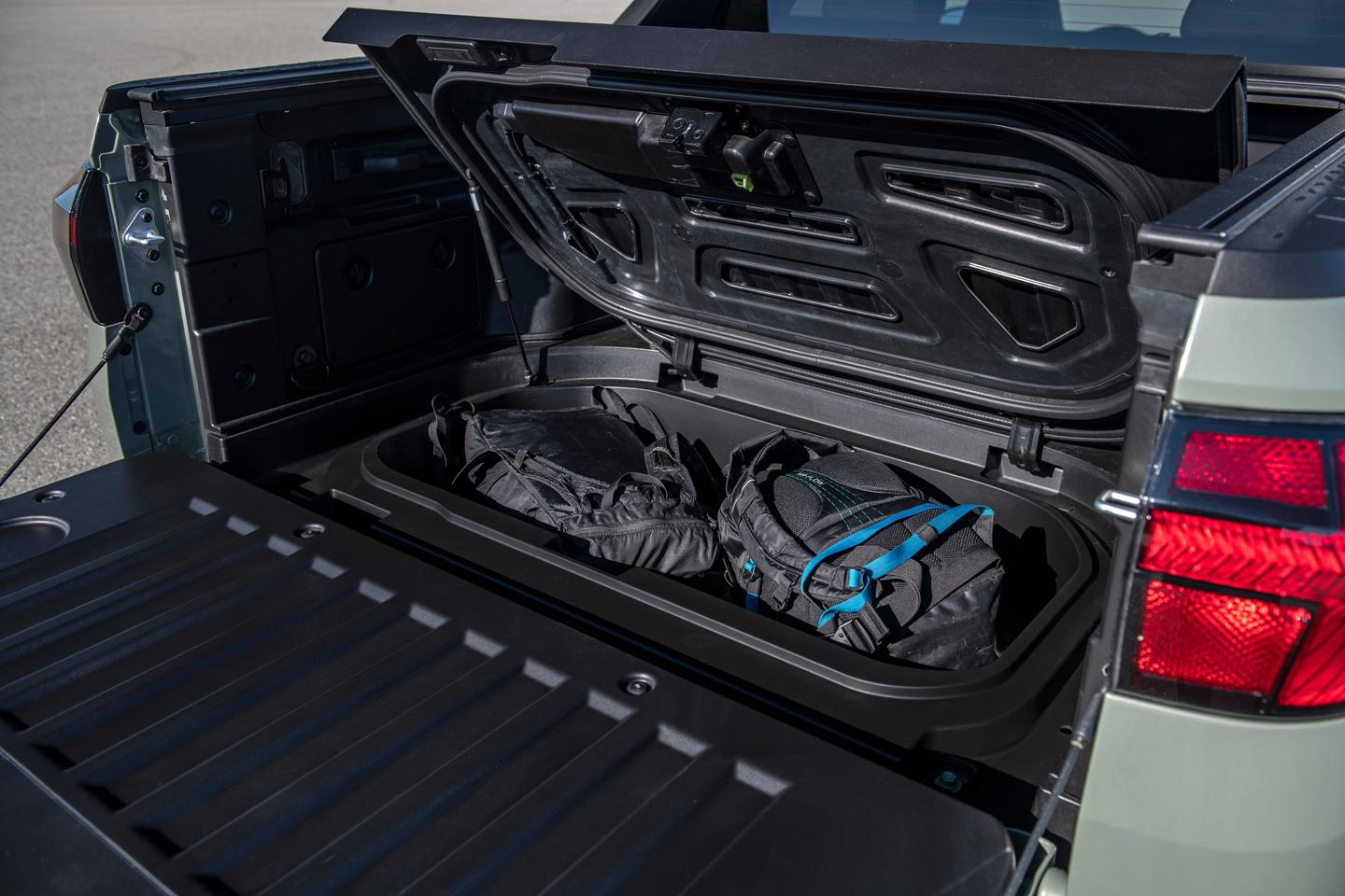 Under-bed storage allows for further expansion of the cargo area's capacity