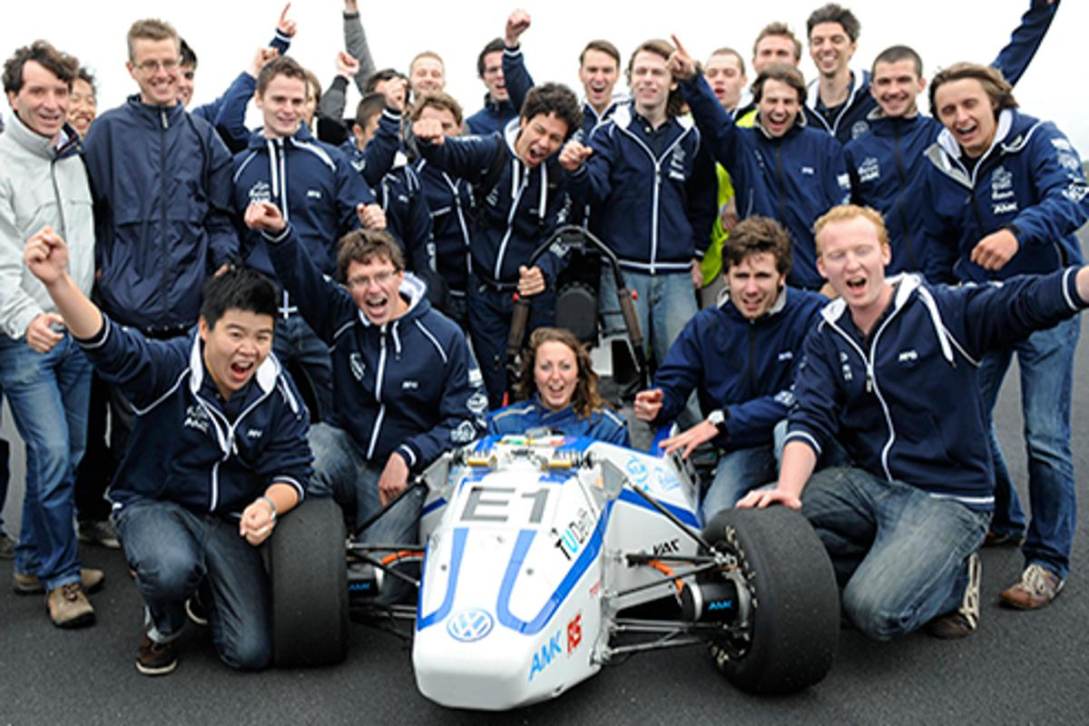 The Delft team celebrates a successful record run