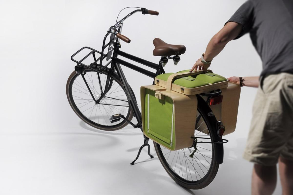 The Springtime picnic kit set sits neatly on the back of a bicycle