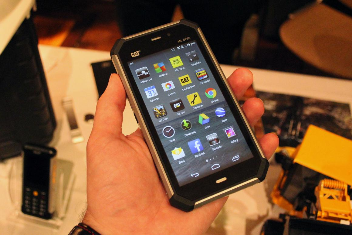 The Cat S50 smartphone's 4.7-inch touchscreen features Gorilla Glass 3 and wet finger tracking (Photo: Chris Wood/Gizmag)