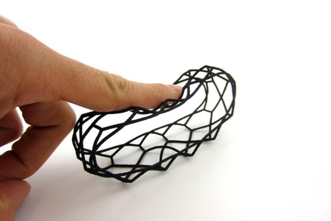 A bracelet made using i.materialise's flexible Rubber-like material