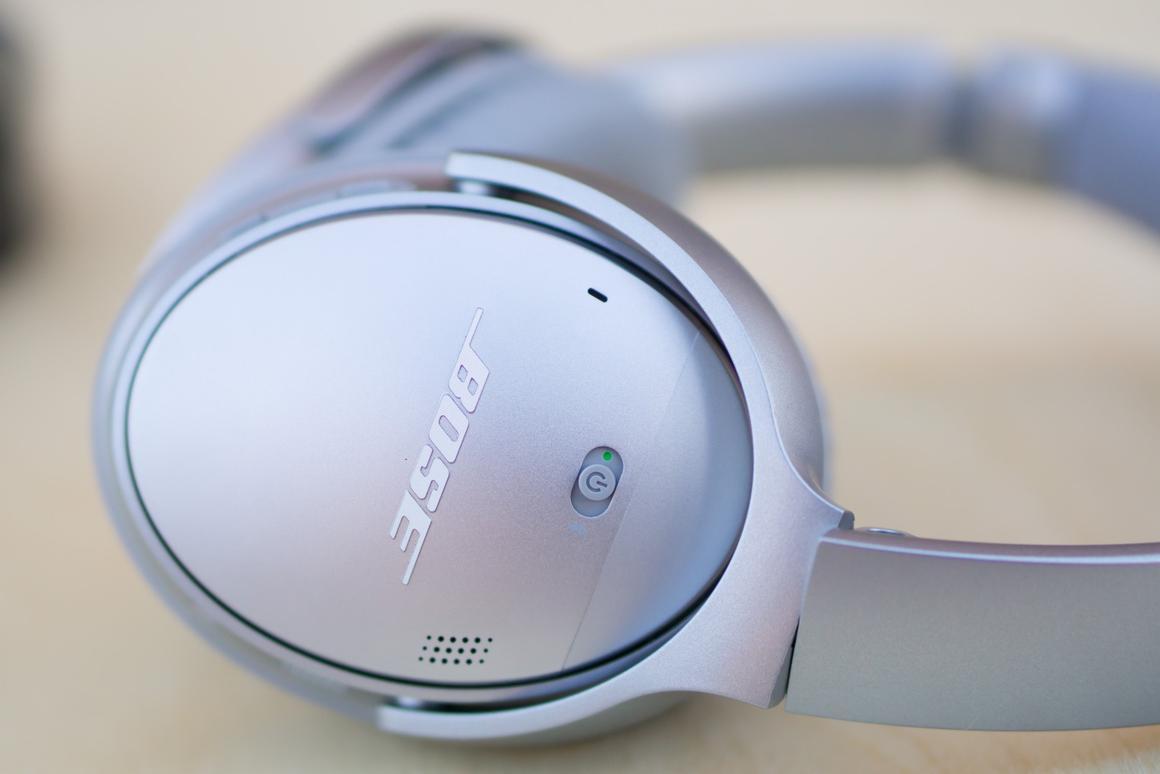 Bose QuietComfort 35: Quick listen vs  Sennheiser Momentum