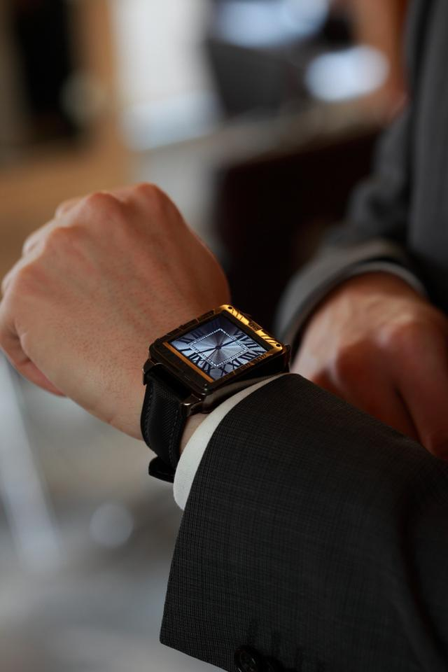 The Vachen Smartwatch offers a more traditional take on wearable tech