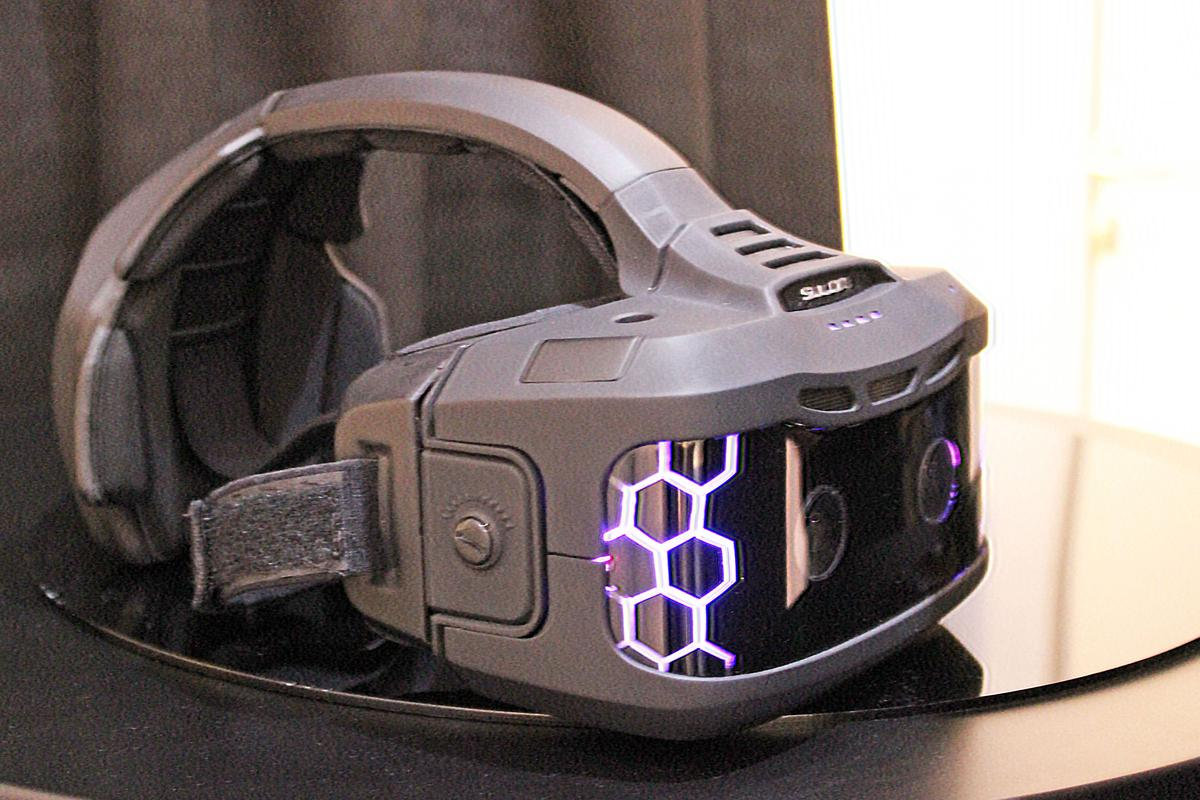 Gizmag gets a look at one of the most ambitious projects we've seen at CES, the Sulon Cortex AR/VR headset (Photo: Will Shanklin/Gizmag.com)