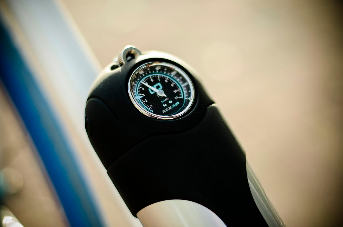 RideAir features a dial gauge that shows how much air is left inside it (Photo: DesignAir Innovations)