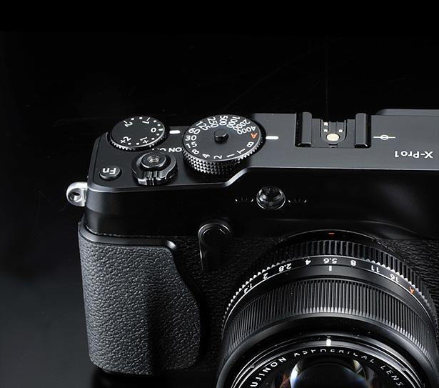 The X-Pro1 has a magnesium alloy chassis, die-cast aluminum alloy at the top and bottom and a leather-like finish