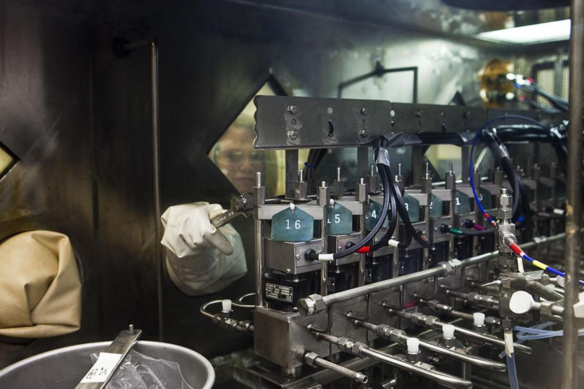 Raman spectroscopy can monitor spent nuclear fuel reprocessing in real-time