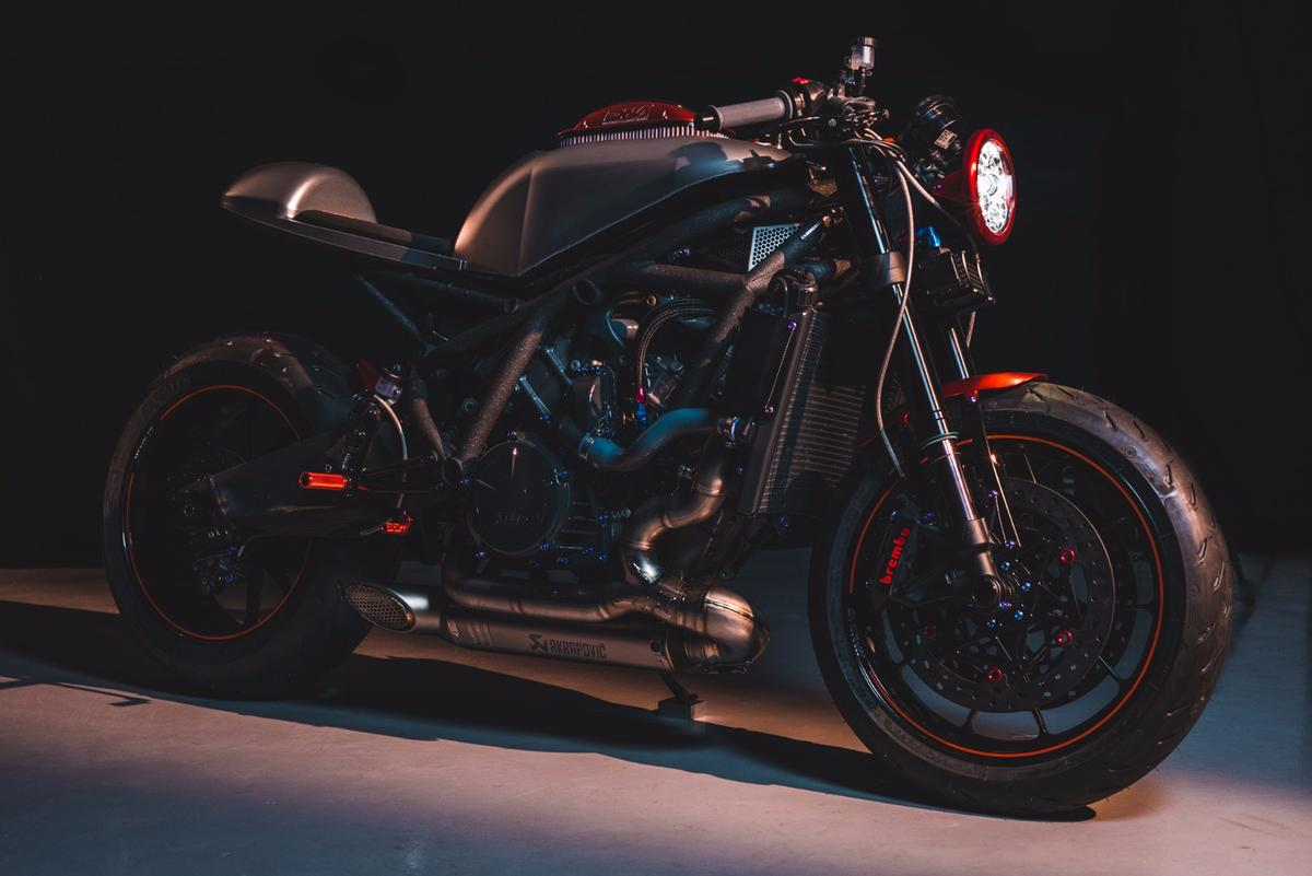 DNAFIlters' DCR-017 is a one-offcaféracer design based on the KTMRC8R