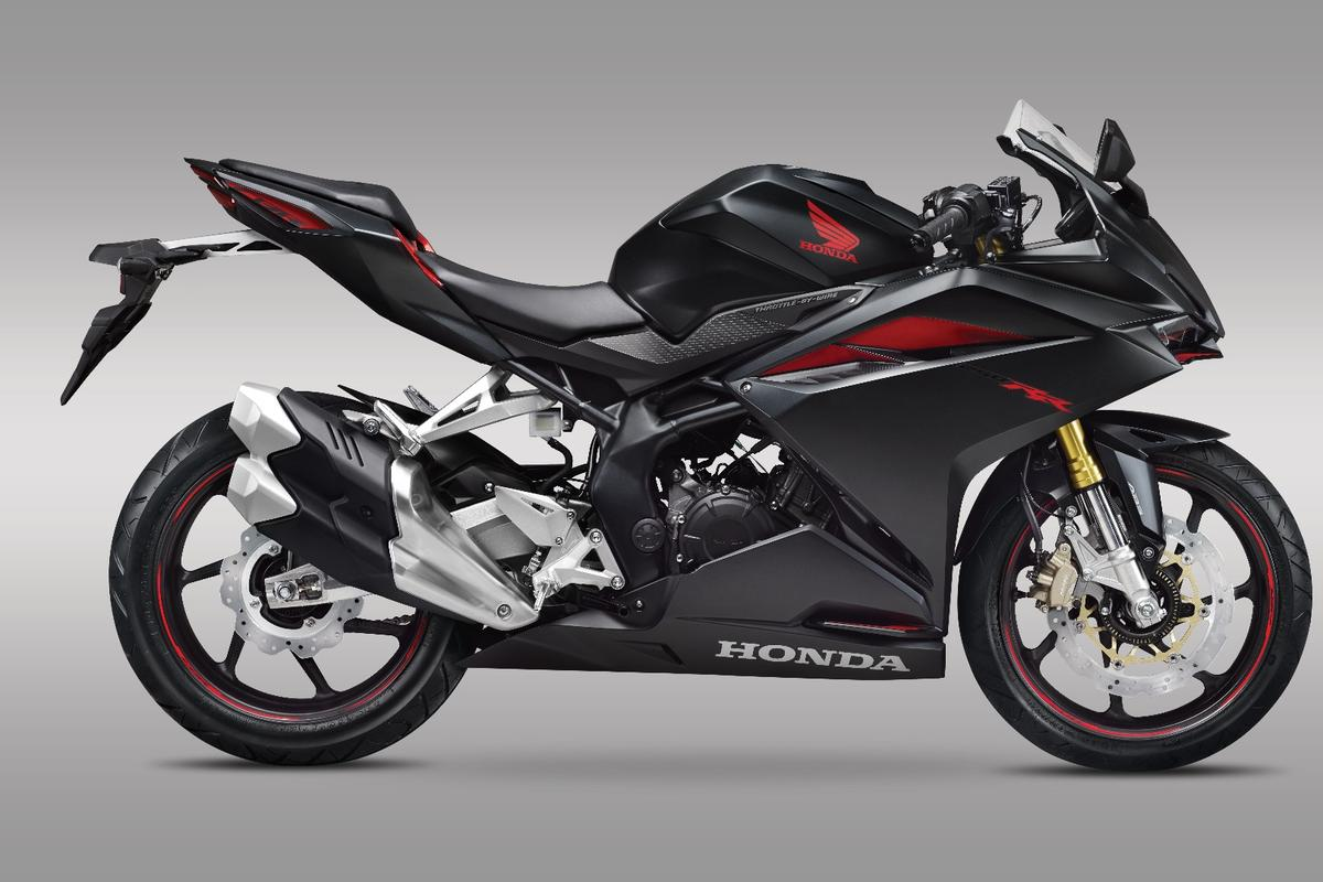 Honda's 2017 CBR250RR: a tiny 250cc supersport bike focused on light weight and compact dimensions as well as high performance