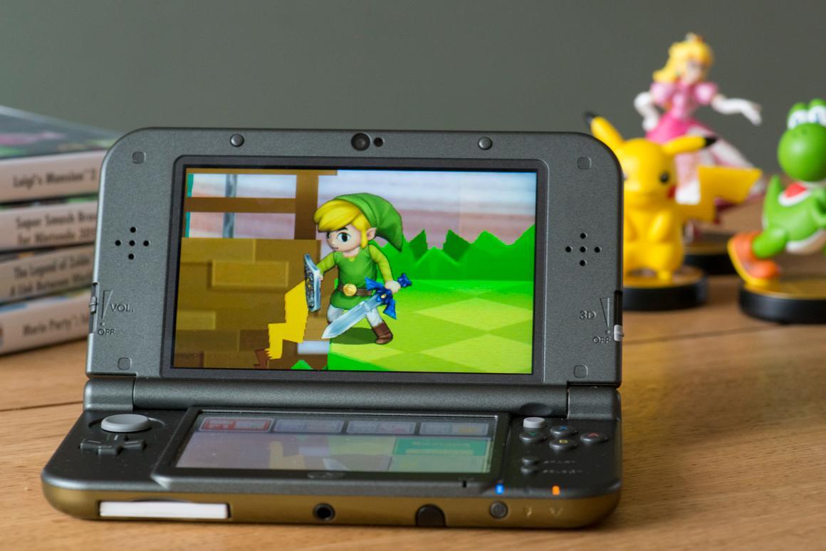 Gizmag spends a bit of time with the New Nintendo 3DS XL (Photo: Simon Crisp/Gizmag.com)