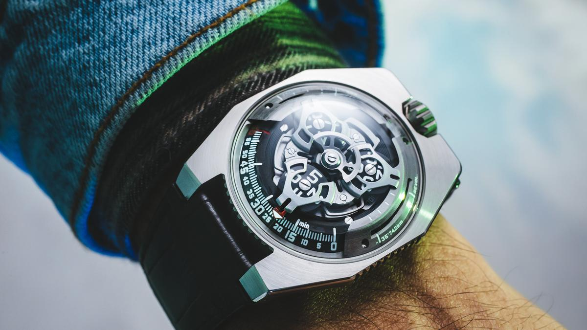 Urwerk UR-100 tracks time and the Earth's movement