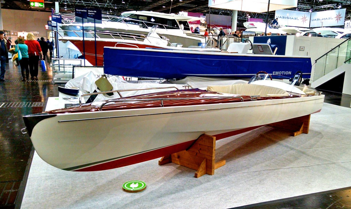 The HD 550 Camus is an electric boat with classic looks from Germany's Fricke & Dannhus (Photo: C.C. Weiss/Gizmag)