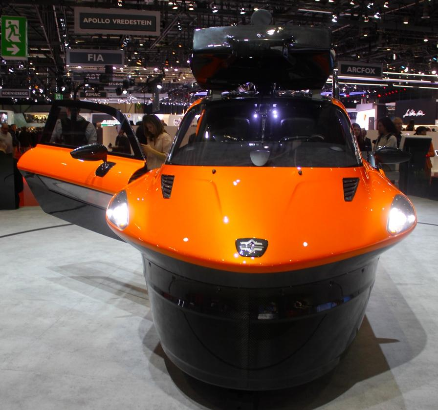 Some fifteen years have passed since we first covered the Pal-V flying car but fundamentally, the design remain the same