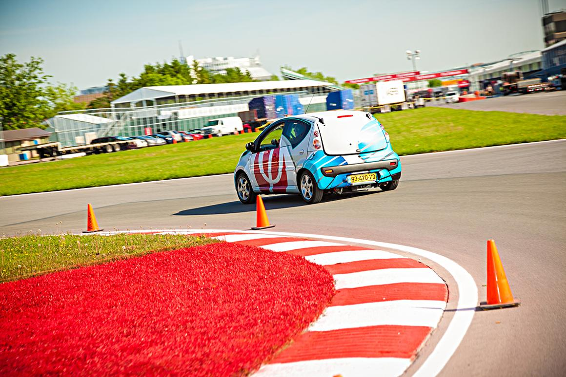 An electric car featuring Phinergy and Alcoa's aluminum-air battery system made its track debut earlier this month