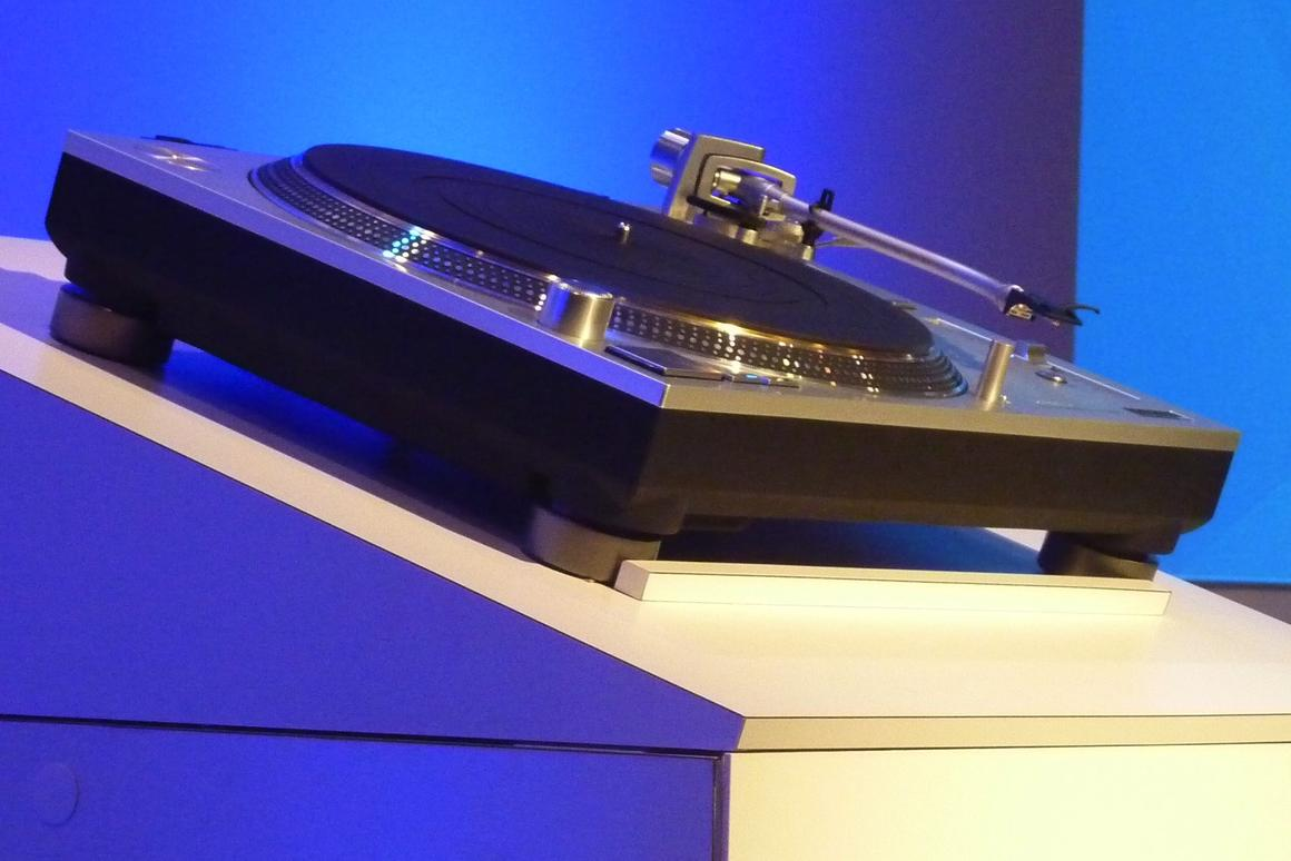 The upcoming Technics SL-1200GAE on show at CES this week