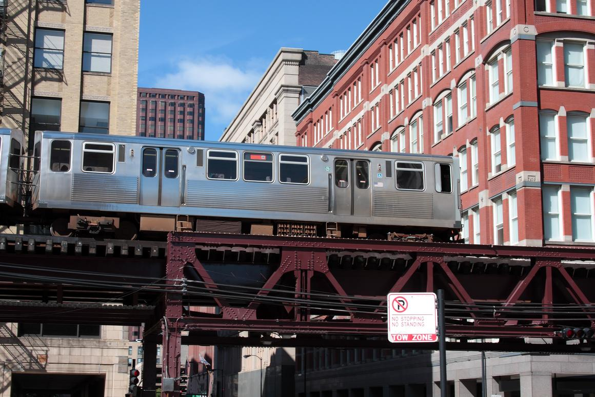 An overhead train of the Chicago 'L' system (Photo: Greg Kieca/Shutterstock)