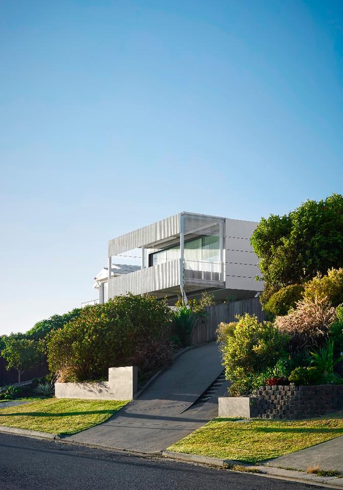 Australia's Austin Maynard Architects was commissioned to build a new home with an ocean view in Newcastle, New South Wales
