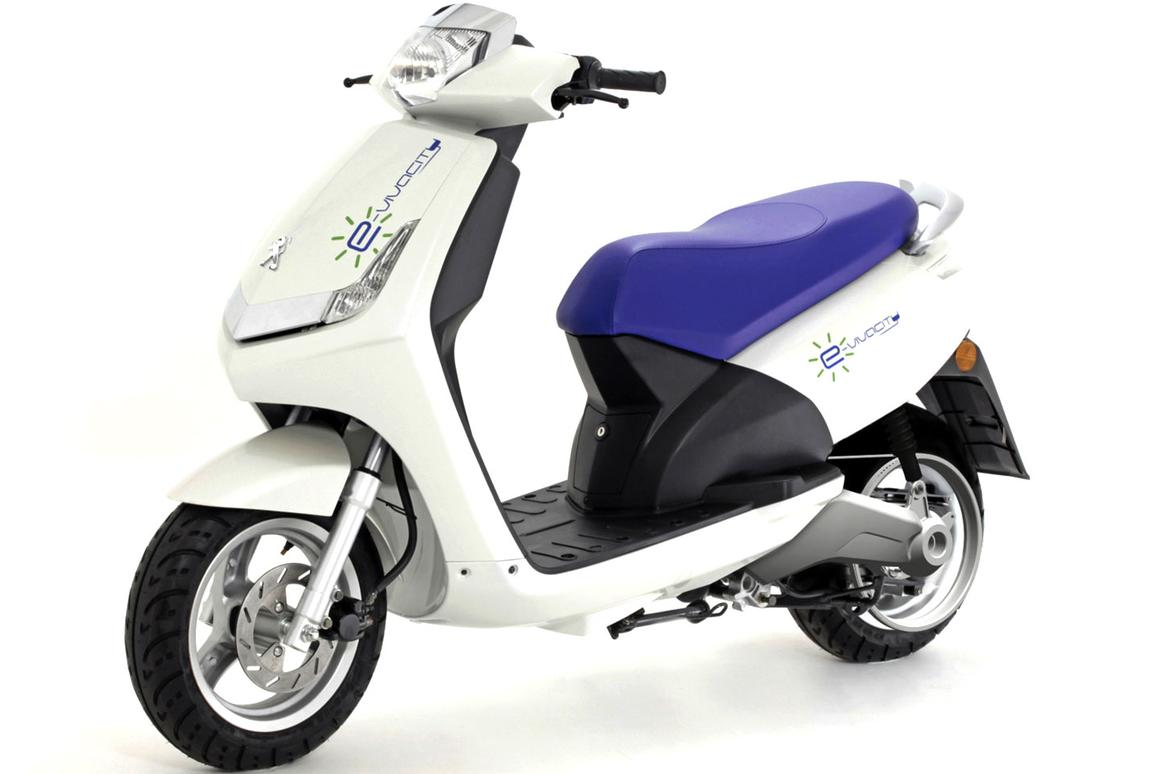 Peugeot E-Vivacity electric scooter has a 4kW engine equal to that of a 50cc scooter, but its running costs will be one tenth as much - roughly EUR 0.4 per 100 km. So if you cover 4,000 kms annually, running costs will be EUR 16 (US$22.67)