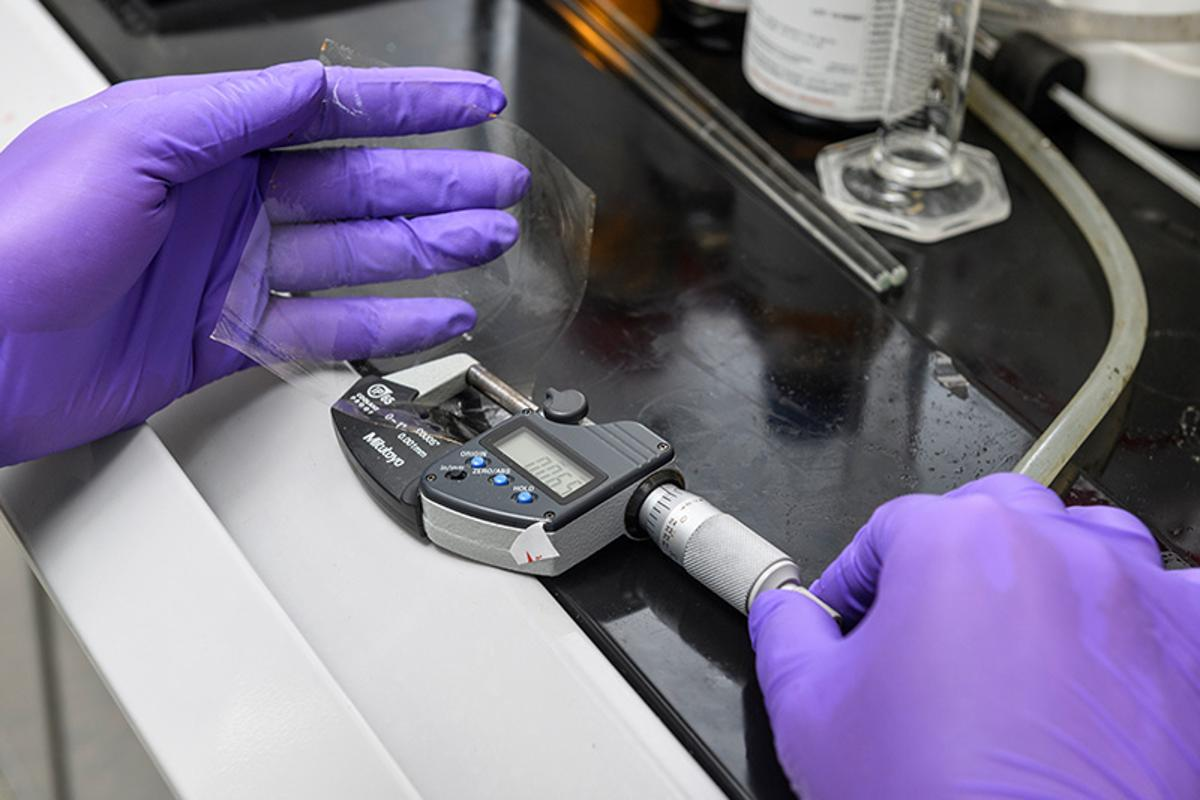 Researchers at the University of Delaware have developed a self-healing membrane that can extend the service life of hydrogen fuel cells