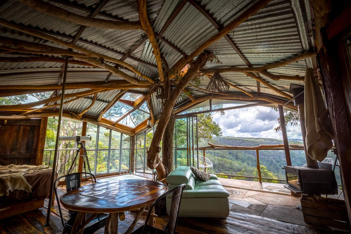 Wollemi treehouse hotel: living space (Photo: Loz Blain/Gizmag)