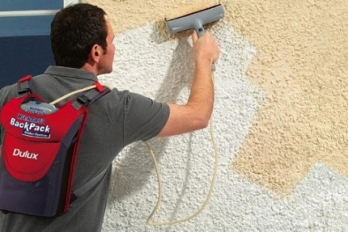 The compact Dulux Weathershield BackPack Roller System