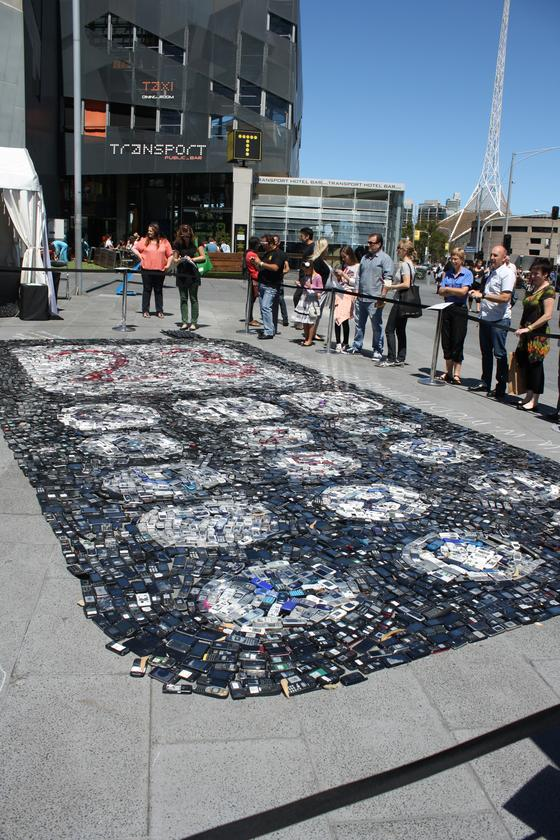 In Jordan's view, key to reducing waste is small behavioral changes that individuals and society can make, each forming a tiny part of a much larger solution, that is as complex and detailed as one of his works (Photo: Nick Lavars/Gizmag.com)