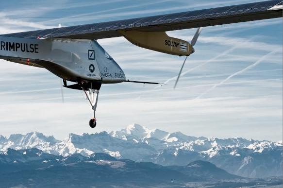 Solar Impulse has successfully completed its first international flight (Solar Impulse during flight tests earlier this year / Image: Solar Impulse)