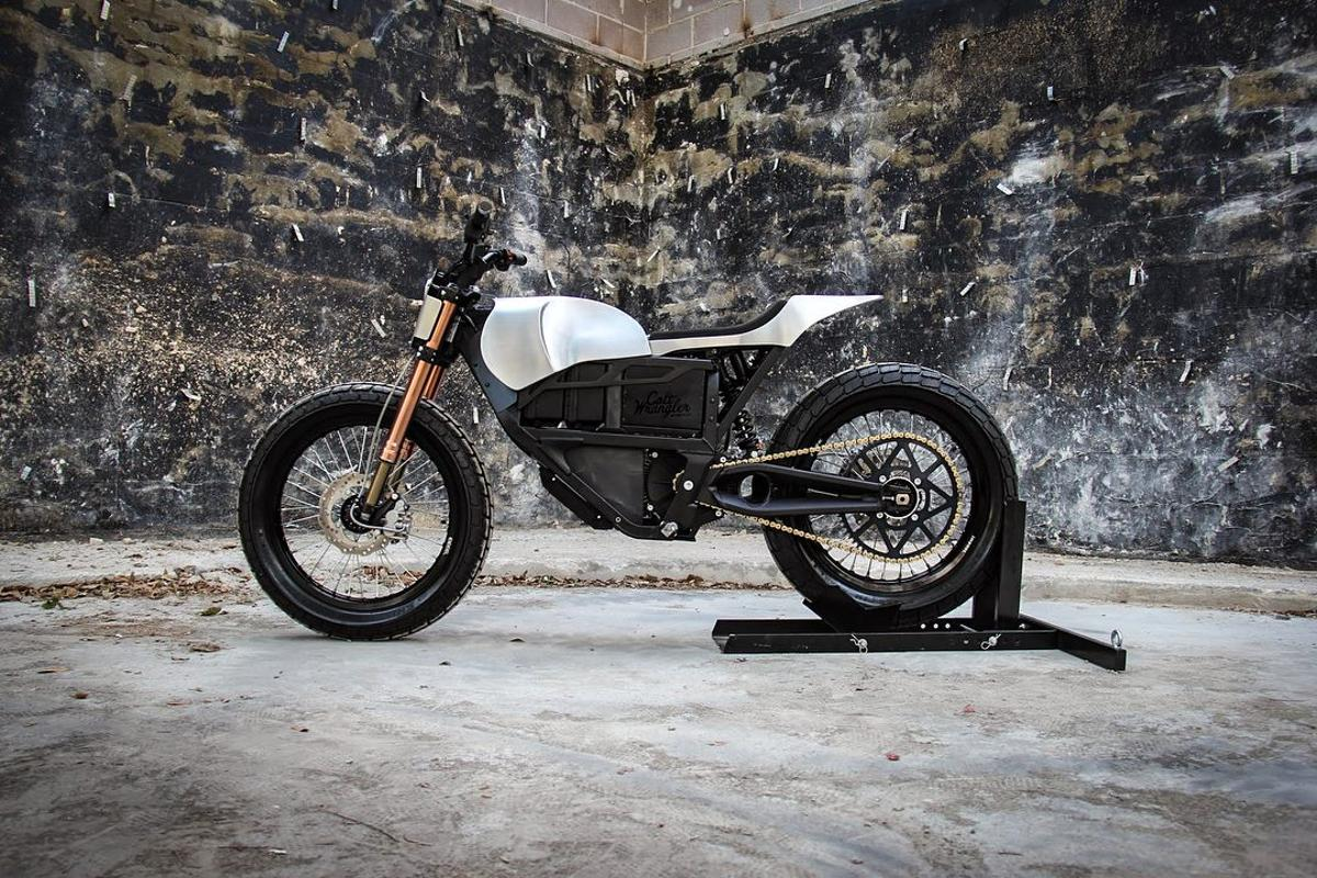 Colt Wrangler custom Zero XU flat tracker: working off the boxy lines of the Zero body shape is a tough assignment