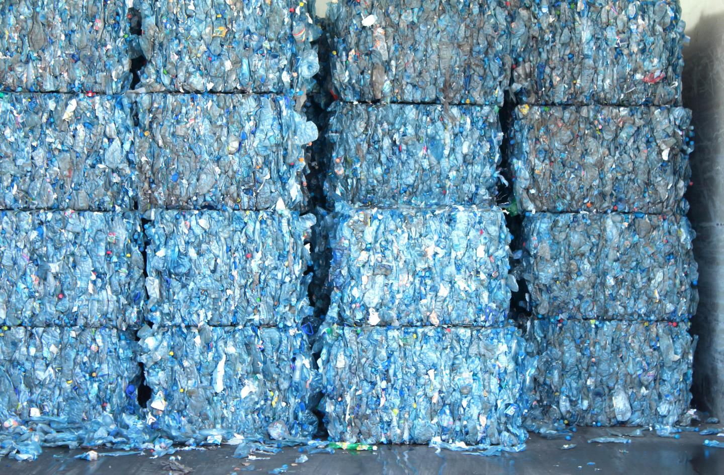 One ton of mineral paper can be created from 235 kg of pellets or PET beads