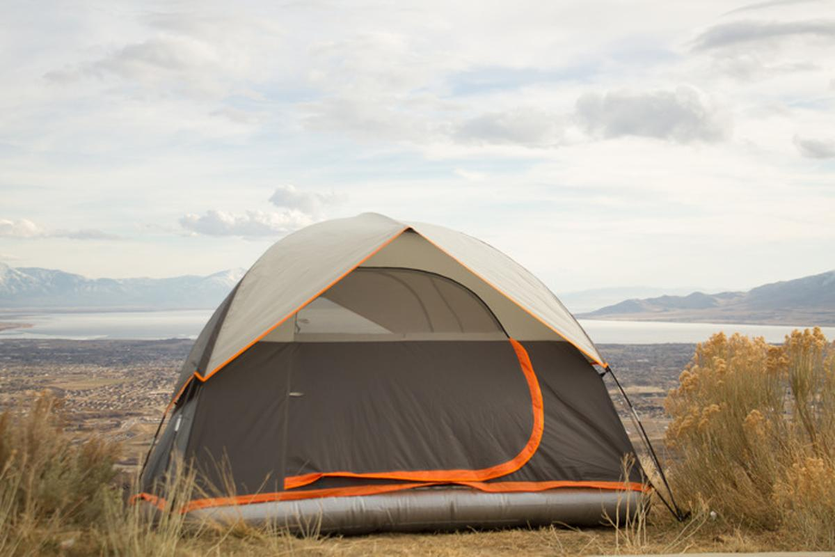Aesent's 4-man tent features an inflatable base
