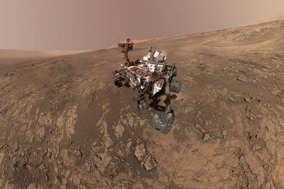 An earlier-taken self-portrait of NASA's Curiosity Mars rover shows the vehicle on Vera Rubin Ridge