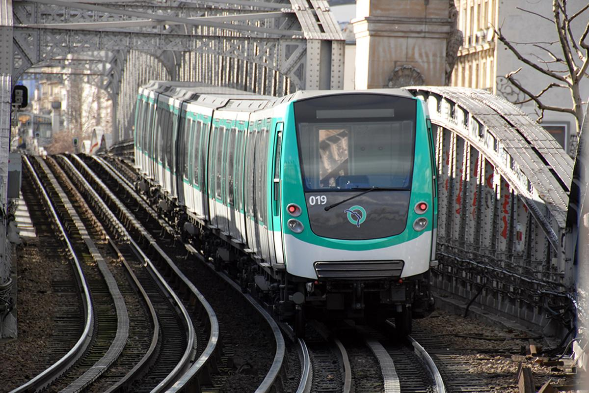 French transportation company Alstom is running the capillary cooling system experiment on the Parisian Metro line (Photo: ESA/Alstom Transport/P. Sautelet
