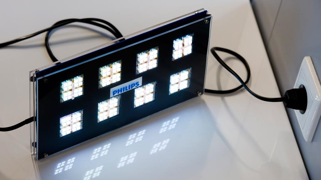 Philips demonstrates world's first 230V AC-powered white-light OLED module (Image: Philips)