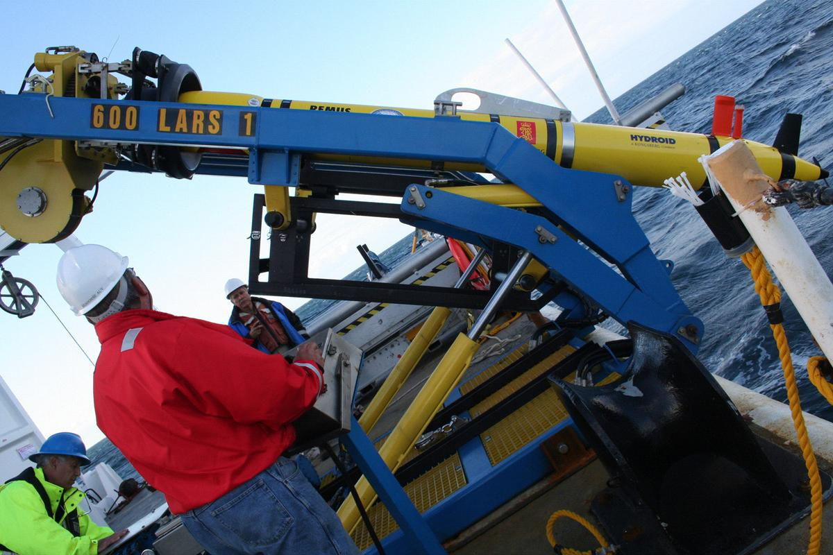 Marine scientists have successfully programmed an underwater deep sea robot to make its own decisions about what to do next from interpreting data coming in through its sensors